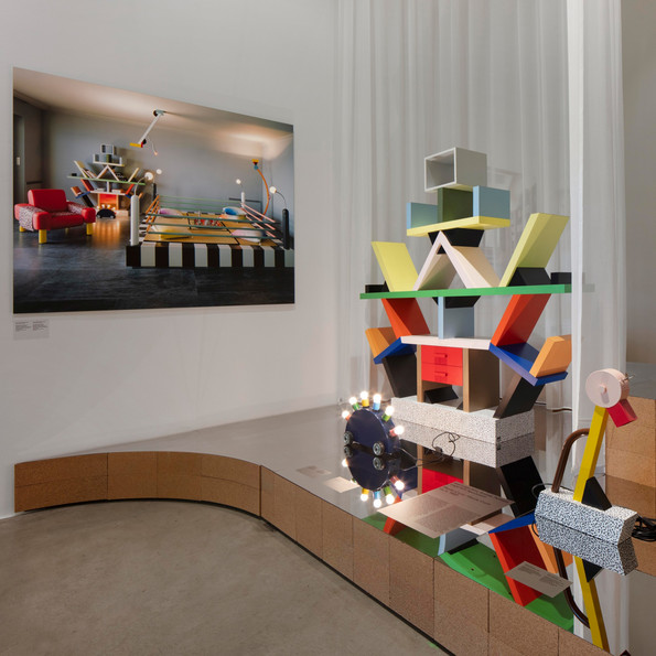 Installation view »Home Stories: 100 Years, 20 Visionary Interiors« © Vitra Design Museum, Photo: Ludger Paffrath