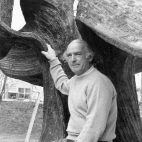 Harry Bertoia in front of one his welded bronze fountains, early 1970s, © photo: Vitra Design Museum, Bertoia Estate, photographer unknown