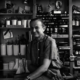 Alexander Girard in his Studio in Grosse Pointe/Michigan, USA, 1952, © Vitra Design Museum, Alexander Girard Estate, photographer: Charles Eames