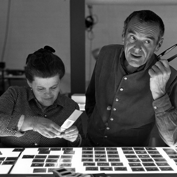Charles and Ray Eames selecting slides © Eames Office LLC