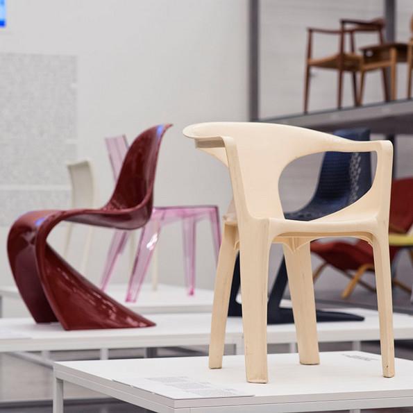 Ausstellungsansicht © Vitra Design Museum »Monobloc – Ein Stuhl für die Welt«, 2017, Foto: Roland Schmid