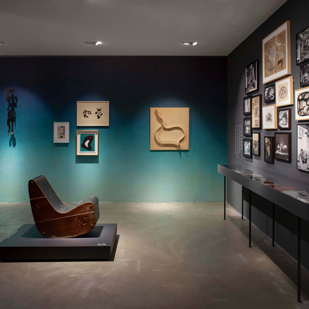 Installation view »Objects of Desire: Surrealism and Design 1924 – Today« © Vitra Design Museum, photo: Ludger Paffrath