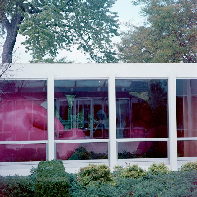 Lake Verea, »McCormick House« (Mies Van der Rohe, 1952) Elmhurst, Illinois Paparazza Moderna series, 2011–2018 © Lake Verea