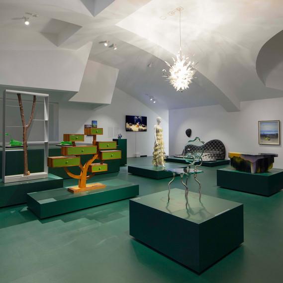 Installationsansicht »Objekte der Begierde. Surrealismus und Design 1924 – heute« © Vitra Design Museum, Foto: Ludger Paffrath