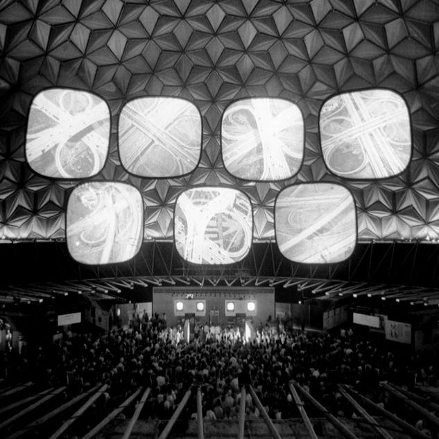 Installation view of »Glimpses of the U.S.A.«, American National Exhibition, Moscow, 1959 © Eames Office LLC
