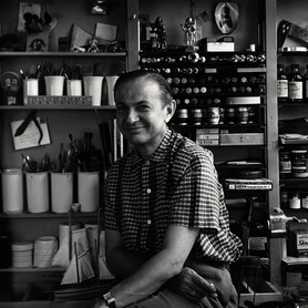 Alexander Girard in his Studio in Grosse Pointe/Michigan, USA, 1952, © Vitra Design Museum, Alexander Girard Estate, photographer: Charles Eames