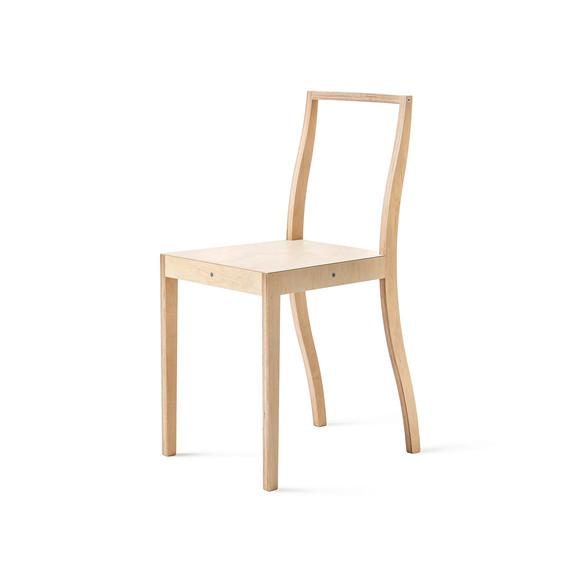Nummerierte Edition des »Plywood Chair« (1988) von Jasper Morrison, Foto: Andreas Sütterlin
