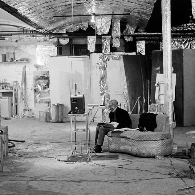 Nat Finkelstein, Factory Panorama mit Andy Warhol, New York City, USA, ca. 1965 © Nat Finkelstein Nachlass / Alle Rechte vorbehalten