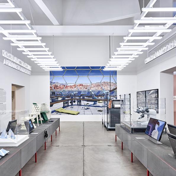 Ausstellungsansicht Vitra Design Museum »Hello, Robot. Design zwischen Mensch und Maschine«, 2017, Foto: Mark Niedermann
