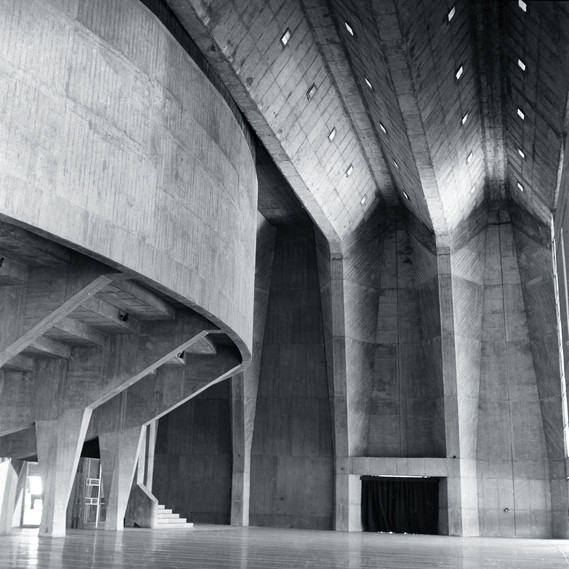 Interior view of the foyer at the Tagore Memorial Hall: »Tagore Memorial Hall«, Ahmedabad, 1967  © Vastushilpa Foundation, Ahmedabad