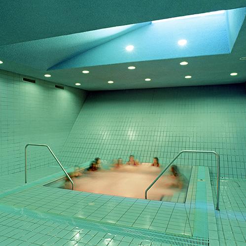 Schwimmbad im Kellergeschoss der Sargfabrik, Wien BKK-2, Wien, 1992–96 © Hertha Hurnaus