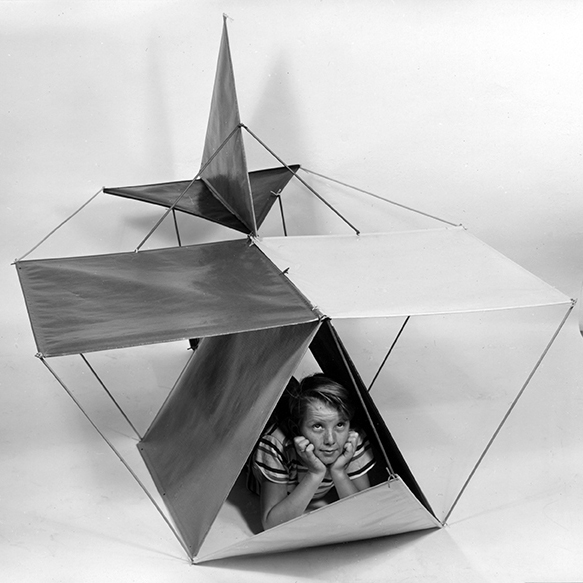 Publicity photograph of »The Toy« in the airplane configuration © Eames Office LLC
